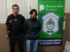 UN JOVEN DE 19 AÑOS APREHENDIDO POR HURTO EN UNA CASA