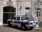 DOS APREHENDIDOS POR DAÑAR UN MOVIL POLICIAL Y AMENAZAR A LOS UNIFORMADOS