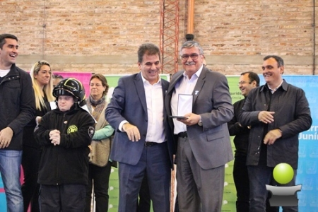 EL MINISTRO CRISTIAN RITONDO ENTREGO MOVILES POLICIALES Y MOTOS A VARIOS MUNICIPIOS