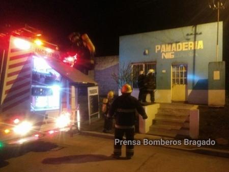 LLAMADO A BOMBEROS POR UN PRINICIPIO DE INCENDIO EN UNA PANADERIA
