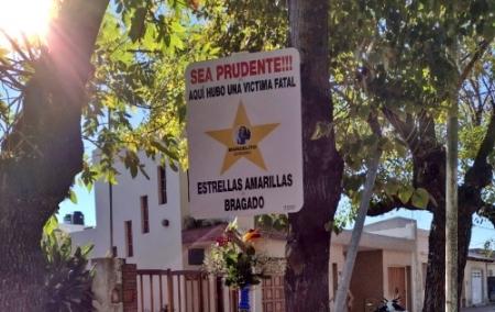 ESTRELLAS AMARILLAS COLOCA SEÑALIZACION VIAL EN LOS LUGARES QUE HABIAN EVOCANDO A VICTIMAS